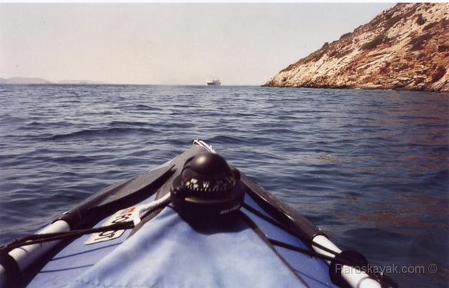 We left Katapola bay and headed to Aigiali bay, paddling in the lee shore of Katapola bay